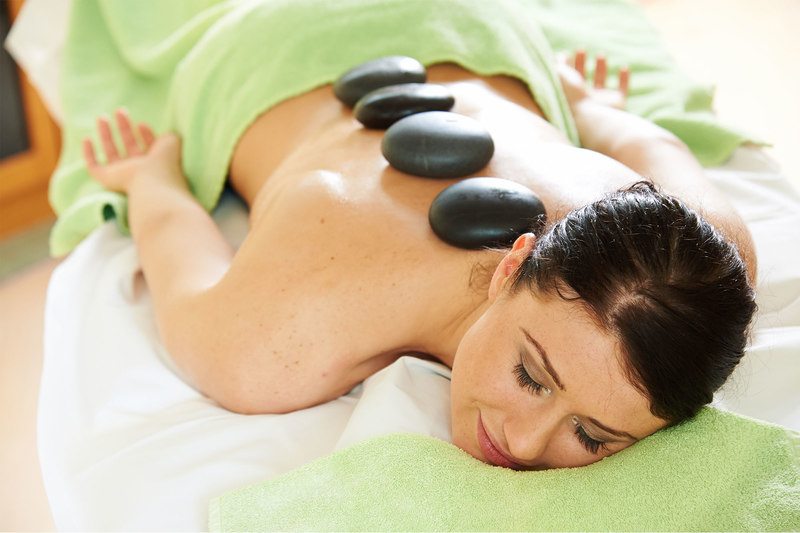 Wohltuende Hot Stone Massage